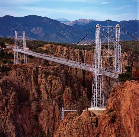 Nejvyšší visutý most na světě - Royal Gorge Bridge - 321 m
