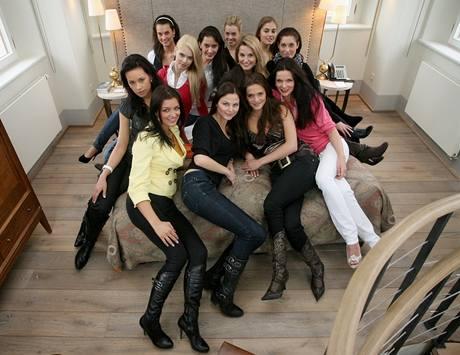 Finalistky České Miss v luxusním hotelu, ve kterém se ubytuje i herec  Jan Claude van Damme