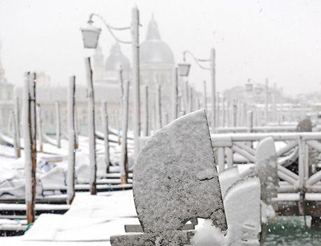 Benátské gondoly zapadaly sněhem.