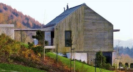 Správně: sedlová střecha