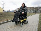 Vozíčkářka Ladislava Blažková dostala nový elektrický vozík, na který se složili čtenáři iDnes.cz.