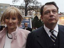 Šéf ČSSD Jiří Paroubek s manželkou před začátkem programové konference strany v Teplicích. (13.3.2010)