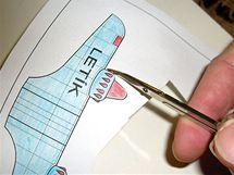 Na detaily použijte nůžky z manikúry