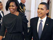 Manželé Obamovi přicházejí na ceremonii v Bílém domě u příležitosti Dne žen; Washington, 8. března 2010