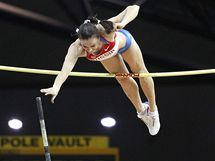 Ruská tyčkařka Jelena Isinbajevová na halovém mistrovství světa v Dauhá shazuje
