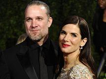 Sandra Bullocková s manželem Jessem Jamesem na letošním předávání Oscarů