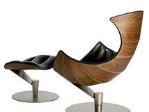 Křeslo Lobster i přes svůj výrazný tvar inspirovaný skořápkou mořského raka vychází z oblých tvarů křesel Arne Jacobsena