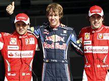 TRIO NEJLEPŠÍCH z kvalifikace Velké ceny Bahrajnu. Vítěz Sebastian Vettel (uprostřed), druhý Felippe Massa (vlevo) a třetí Fernando Alonso.