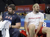 Favorizovaní koulaři Christian Cantwell (vlevo) z USA a Tomasz Majewski z Polska