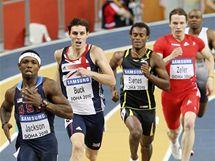 Bershawn Jackson (vlevo) z USA uniká soupeřům v závodě na 400 metrů. Dále zleva Richard Buck z Británie, Nery Brenes z Kostariky a Clemens Zeller z Rakouska