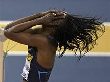 Americká výškařka Chaunté Howardová Loweová slaví úspěch na laťce 192 centimetrů