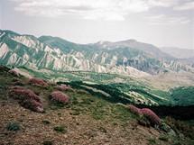 Východní Kavkaz. Docela jiný obrázek, než obvykle patří k nejvyšším evropským (ale spíš už asijským) velehorám