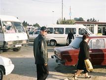 Ázerbájdžán. S maršrutkami se dostanete skoro kamkoliv. Zatímco v hlavní městě slouží jako velmi levné taxi, při cestách do odlehlých míst ceny rostou nad naše zvyklosti