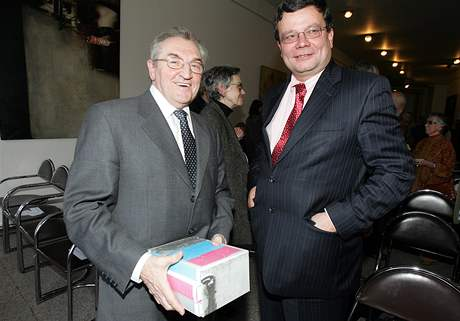 Vilém Prečan a Alexandr Vondra na křestu publikace Charta 77 : Dokumenty 1977-1989; Praha, 11. září 2007