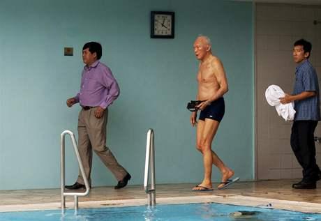 Li Kuang-jao si kráčí zaplavat
