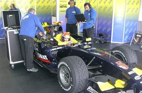 Josef Král s vozem týmu Super Nova (GP2) při testech ve francouzském Le Castelletu.