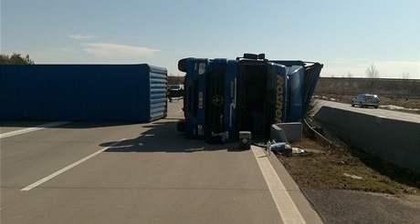 Nehoda kamionu na dálnici D5 uzavřela tah z Plzně na Rozvadov