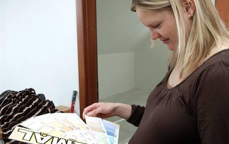 Lucie Němcová vybírá barvu do dětského pokoje