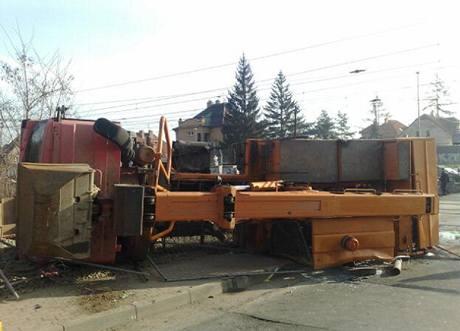 Nehoda zastavila provoz na trati
