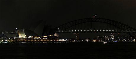 Hodina Země - opera v australském Sydney a přilehlý most (27. března 2010)