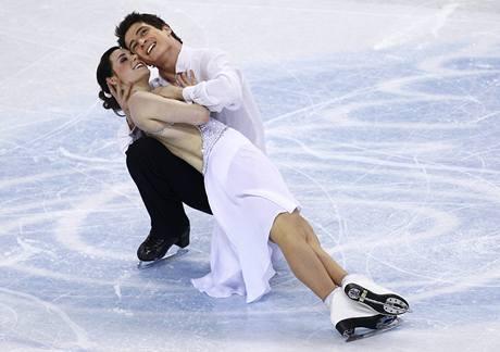 Kanadští krasobruslaří Tessa Virtueová a Scott Moir na mistrovství světa v Turíně.