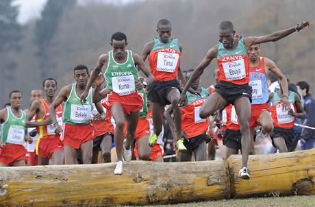 Joseph Ebuya (vpravo) na mistrovství světa v krosu.