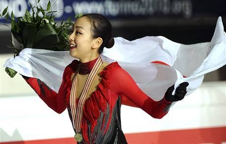 MISTRYNĚ SVĚTA. Japonka Mao Asadaová vyhrála světový šampionár krasobruslařek.