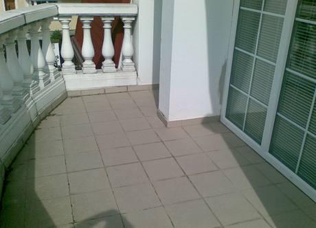 Na terase si problémů s izolací často ani nevšimnete