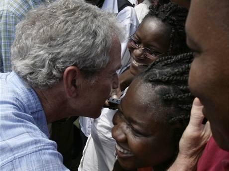 Bill Clinton a George Bush na Haiti (22. března 2010)
