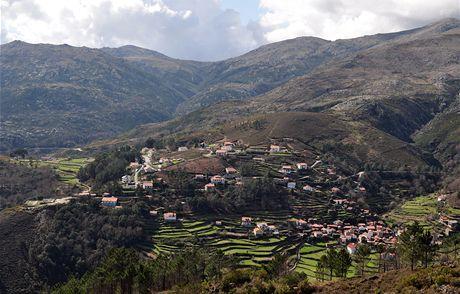 Severní Portugalsko. Vesnice Tibo sterasovitými políčky