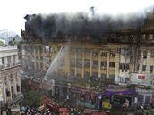 Požár v mnohopodlažní budově v indické Kalkatě (23. března 2010)