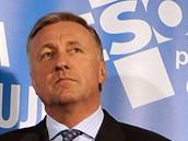 Předseda ODS Mirek Topolánek na tiskové konferenci na téma zneužívání sociálních dávek (24. března 2010)