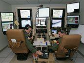Piloti řídí své bezpilotní letouny přes monitor