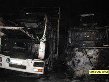 V Ivančicích na Brněnsku hořela čtyři nákladní auta, škoda je šest milionů.