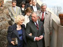 Princ Charles s manželkou Camillou v zahradách Pražského hradu, dav lidí