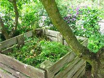 Kompostováním ušetříte za odvoz odpadu i nákup hnojiva.