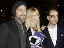 Modelka Claudia Schifferová s manželem a hercem Bradam Pittem