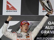 Jenson Button slaví triumf ve Velké ceně Austrálie.