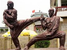 Před klášterem Shaolin