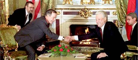 George Bush starší a Boris Jelcin po podpisu smlouvy START II v roce 1993 v moskevském Kremlu.