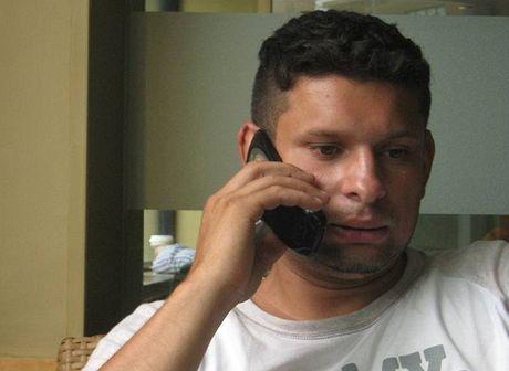 Několika telefonáty během rozhovoru Gábor dokáže, že umí přinejmenším obstojně anglicky a španělsky.