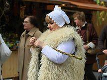 Košíkářka Hana Špalková na velikonočních trzích na náměstí Svobody.