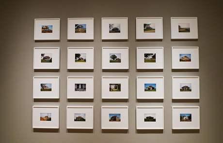 Výstava Williama Christenberryho House and Car and v newyorské galerii Pace/MacGill. Série House and Car, Near Akron, Alabama, 1978-2005