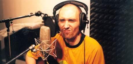 Mario Feinberg, lídr kapely Narvan při nahrávání ve studiu