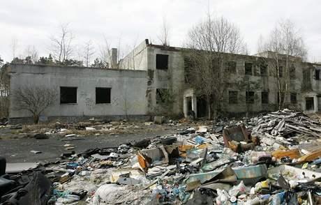 Zbytky budov v bývalém vojenském výcvikovém prostoru Ralsko