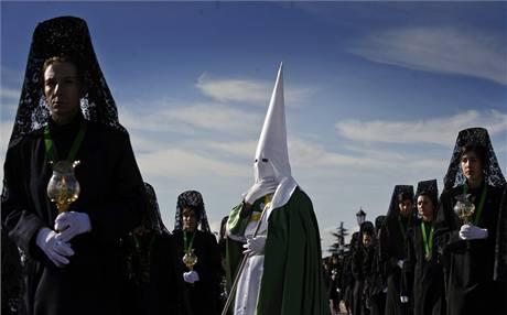 Procesí kajícníků z bratrstva Virgen de la Esperanza ve městě Zamora na severu Španělska
