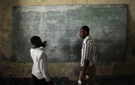 V haitské metropoli Port-au-Prince byla včera poprvé po téměř třech měsících od ničivého zemětřesení obnovena výuka (6.4.2010)