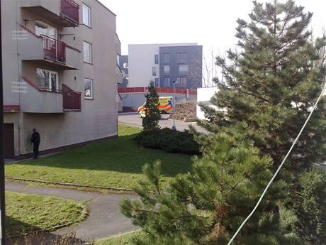 Policie a záchranka na místě střelby v pražských Malvazinkách