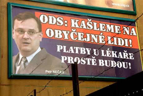 Předvolební billboard proti straně ODS.