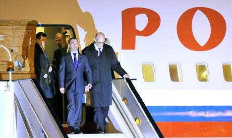 Ruský prezident Dmitrij Medveděv po přistání v Praze. (7. dubna 2010)